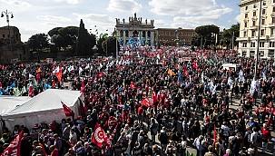 İtalya'da 200 bin kişi faşizme karşı yürüdü