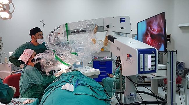 MTÜ'de koklear implantasyon operasyonu