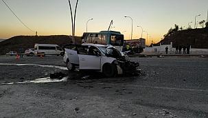 Otobüs ile otomobil çarpıştı: 11 yaralı