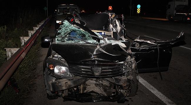 Otomobil tıra ok gibi saplandı: 1 yaralı