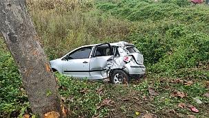 Sakarya'da otomobil şarampole düştü