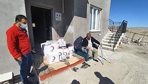 Yangında evi küle dönen aileye yardım