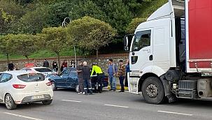 Zonguk'ta tır otomobile çarptı