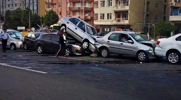 7 araç birbirine girdi: 7 yaralı