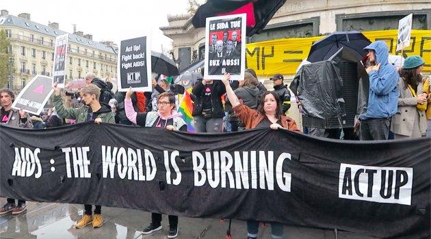 ABD Başkanı Trump, Paris'te protesto edildi