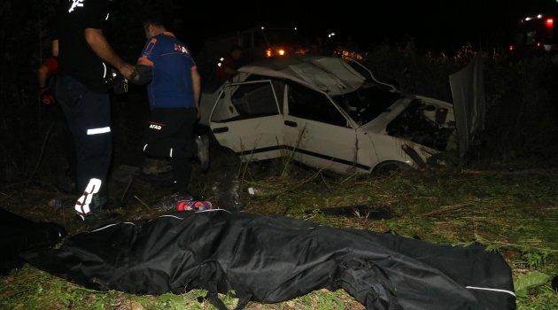 Adana'da otomobil şarampole devrildi: 2 ölü 2 yaralı