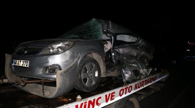 İşçi servisi ile otomobil çarpıştı: 2 ölü