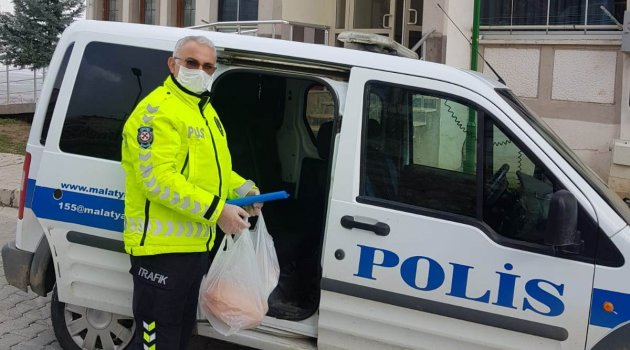 Akçadağ'da yaşlıların alışverişi polisten