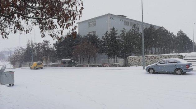 Arguvan'da kar etkili oldu