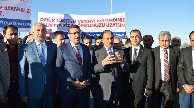 Bakanı Teşekkür Pankartıyla Karşıladılar