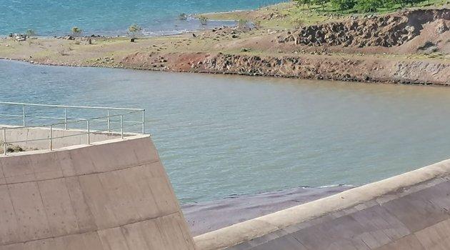 Baraj taşıyor ama sulamaya su yok!
