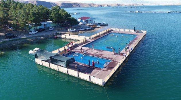 """Baraj üzerinde olimpik """"Yüzer Havuz"""""""
