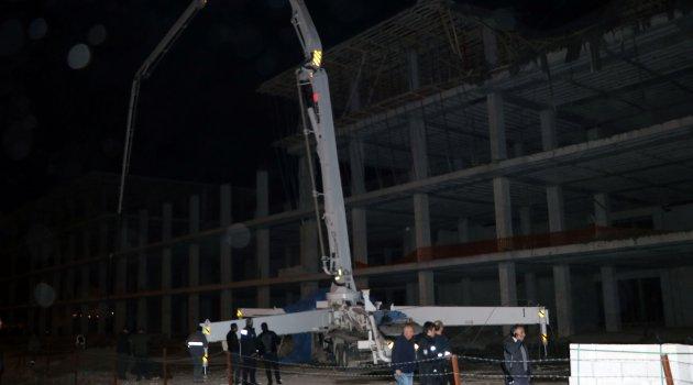Beton kalıbı çöktü, 4 işçi yaralandı