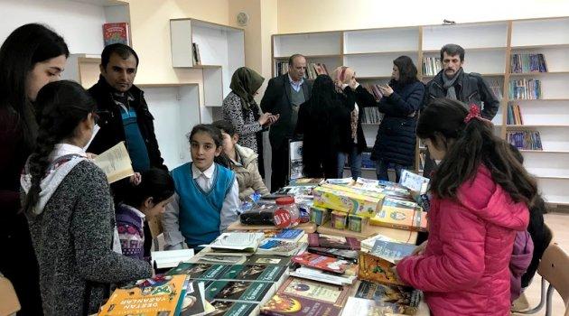 Bimyad ve Abyb'den okul kütüphanesine kitap yardımı
