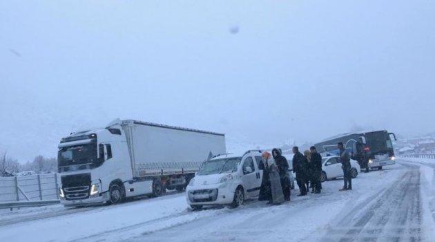 Bingöl'de kar ve tipi etkili oldu