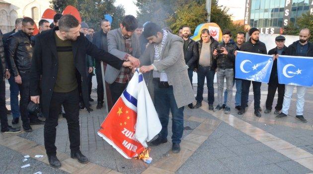 Çin bayrağı yakıldı