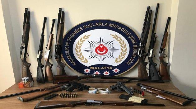 Çok sayıda silah ele geçirildi