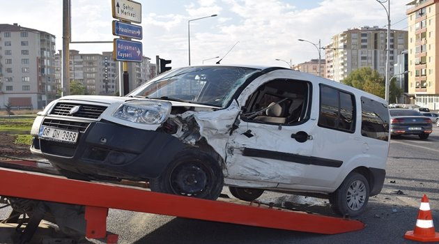 Çöşnük Kavşağı'nda kaza: 1 yaralı