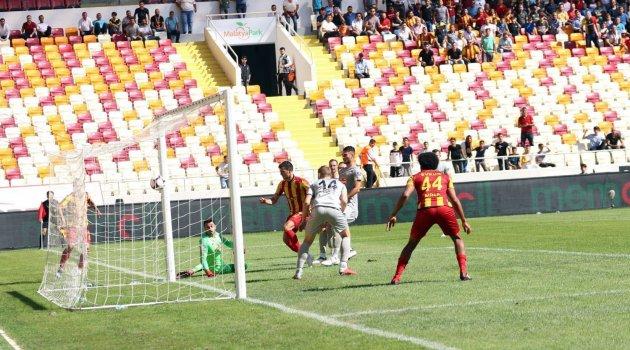 Danijel Aleksic atıyor Evkur Yeni Malatyaspor kazanıyor