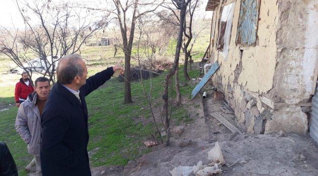 Depremde bazı evler hasar gördü