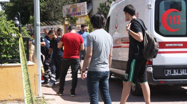 Diyarbakır'da koca dehşeti: Otomobilden inen eşine kurşun yağdırdı ile ilgili görsel sonucu