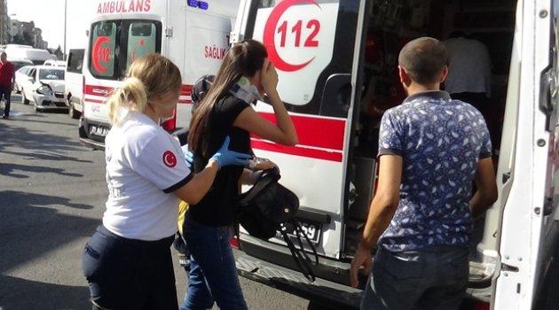 Diyarbakır'da otomobil yolcu minibüsüne çarptı: 5 yaralı