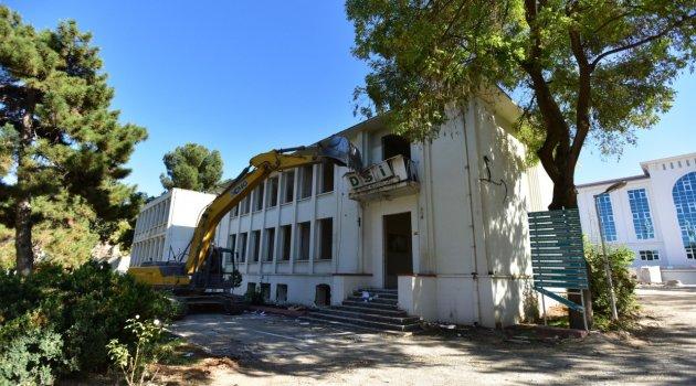 DSİ eski hizmet binası yıkıldı