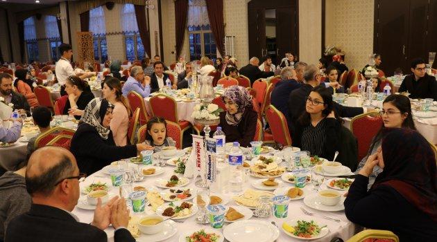 Eczacılar Günü'nde iftar yemeğinde buluştu