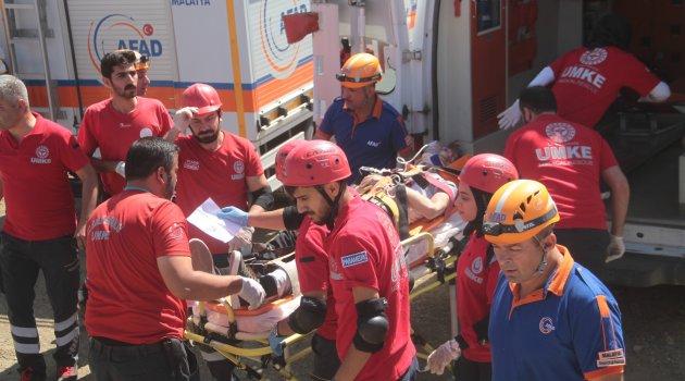 Elazığ'da 7 ilden 450 personelin katılımıyla gerçeği aratmayan tatbikat