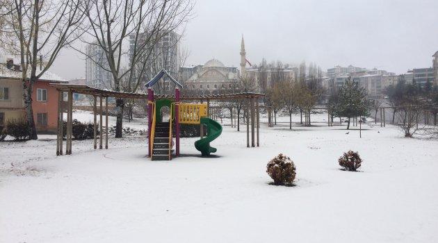 Elazığ'da kar yağışı etkili oldu 73 köy yolu kapandı