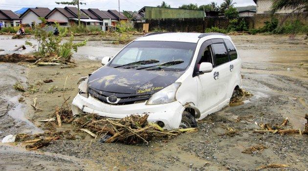 Endonezya'daki sel felaketinde ölü sayısı 112'ye yükseldi