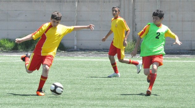 Evkur Yeni Malatyaspor geleceğin yıldızlarını arıyor
