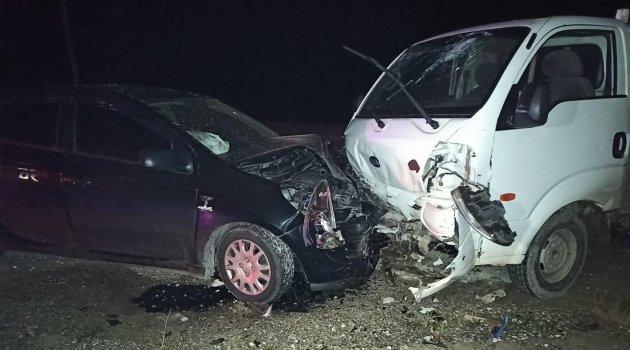 Giresun'da iki araç kafa kafaya çarpıştı: 5 yaralı