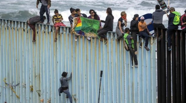 Göçmenler ABD sınırına ulaştı