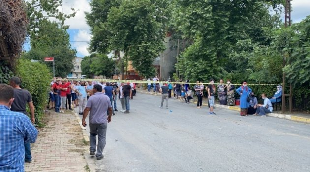 Göktürk'te bina çatısı alev alev yandı