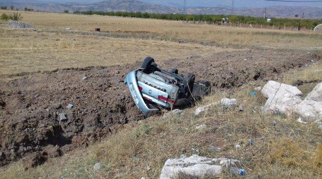 Gölbaşı'nda hafif ticari araç takla attı: 2 Yaralı