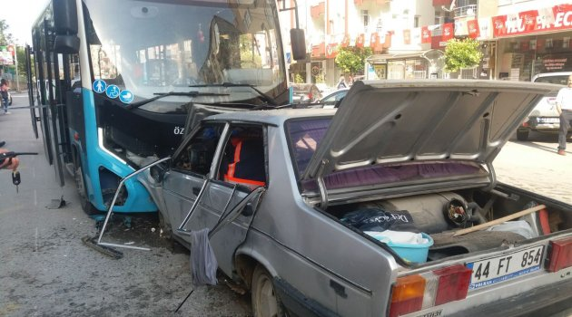 Halk otobüsü ile otomobil çarpıştı: 1 ölü