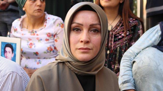 HDP önünde eylem yapan ailelere STK'lardan destek