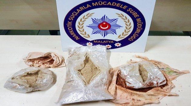 İranlı kadının üzerinden 1 kilo uyuşturucu çıktı