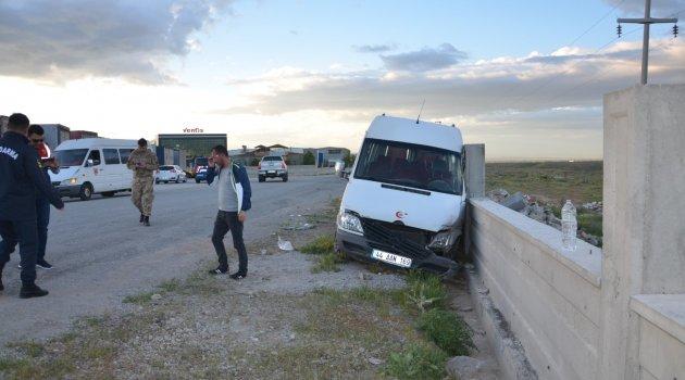 İşçi servisi kaza yaptı : 10 yaralı
