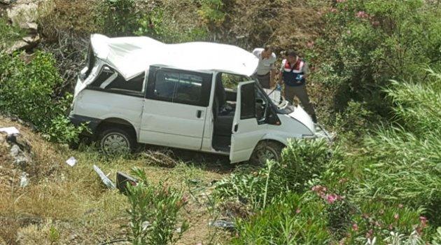 İşçi servisi köprüden uçtu: 9 yaralı