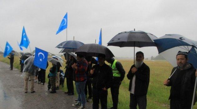 İsveç'te Uygur Türkleri Çin'i protesto etti