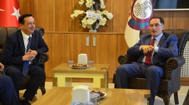 Kamu Başdenetçisi Şeref Malkoç'tan Malatya TSO'ya ziyaret