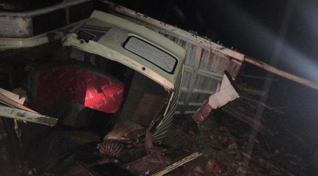 Kamyon yan yattı: 4 kişi yaralandı