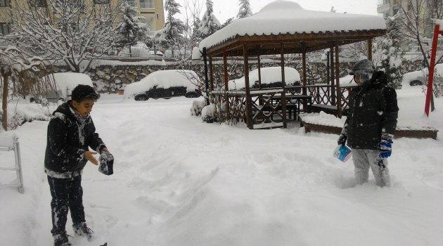 Kar en fazla çocukları sevindirdi sürücüleri üzdü