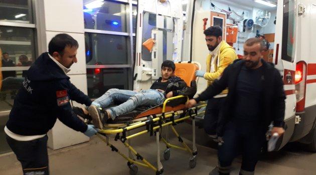 Kavga eden şahısları ayırmak isterken bıçaklandı: 1 yaralı