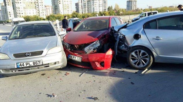 Kavşakta zincirleme kaza: 6 yaralı
