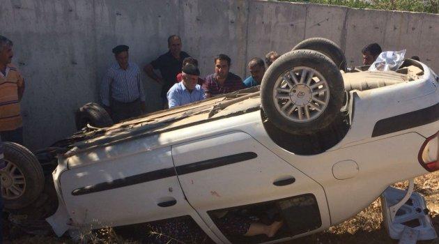 Kaza yapan otomobil ters döndü: 5 yaralı
