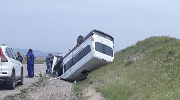 Kırıkkale'de yolcu minibüsü devrildi: 1'i ağır 8 yaralı