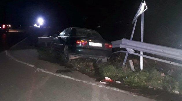 Kontrolüden çıkan otomobil bariyerlere çarptı: 3 yaralı